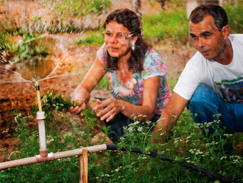 Foto do agricultor Abelmanto de Oliveira e de sua esposa Jacira Oliveira